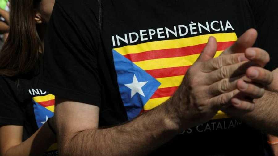 Un manifestante de la Diada 2017 con una camiseta en defensa de la independencia.