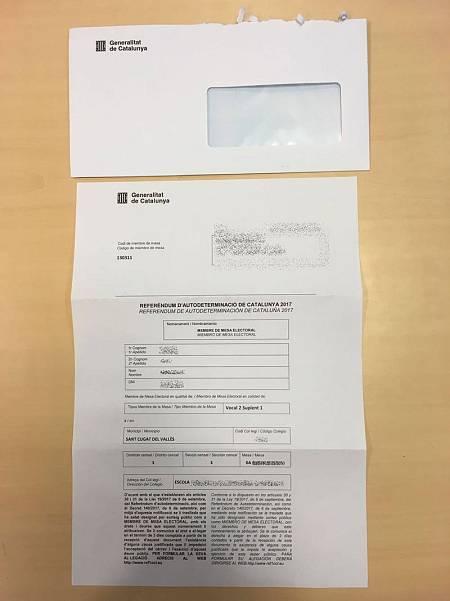 Uno de los miles de sobres nominales para las mesas censales del referéndum del 1-O incautados por la Guardia Civil