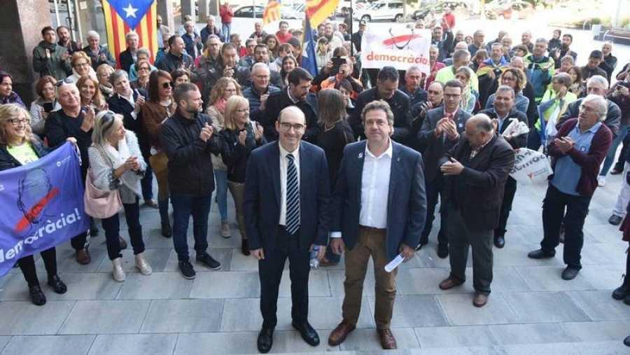 El alcalde de Oliana (Lleida), Miquel Sala, junto al alcalde de alcalde de Pont de Suert (Lleida), José Antonio Troguet, a su llegada a los juzgados.