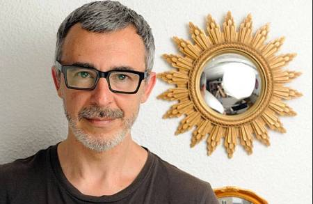 Paco Tomás, director y presentador de 'Wisteria Lane'