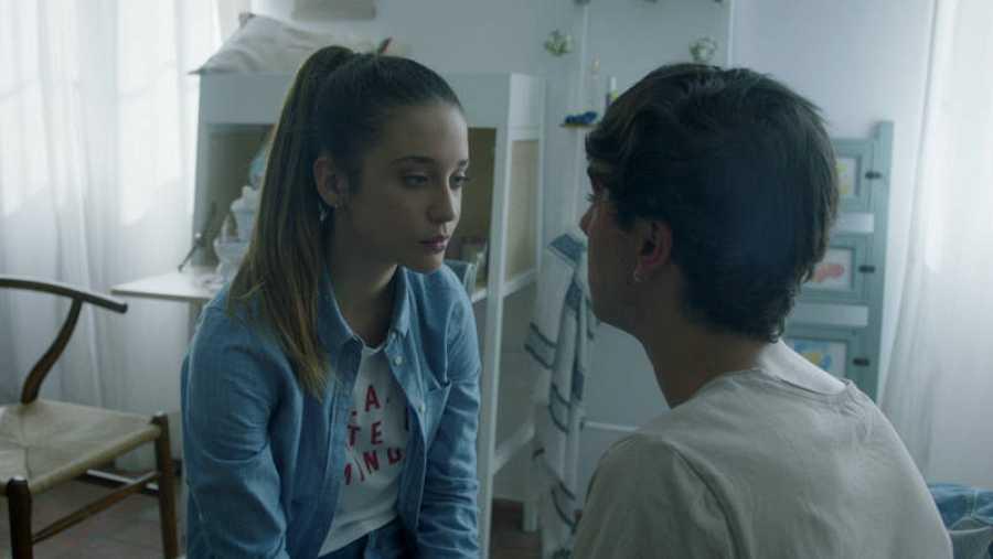 Rafa le pregunta a Alba qué fue lo que sintió cuando se vieron por primera vez
