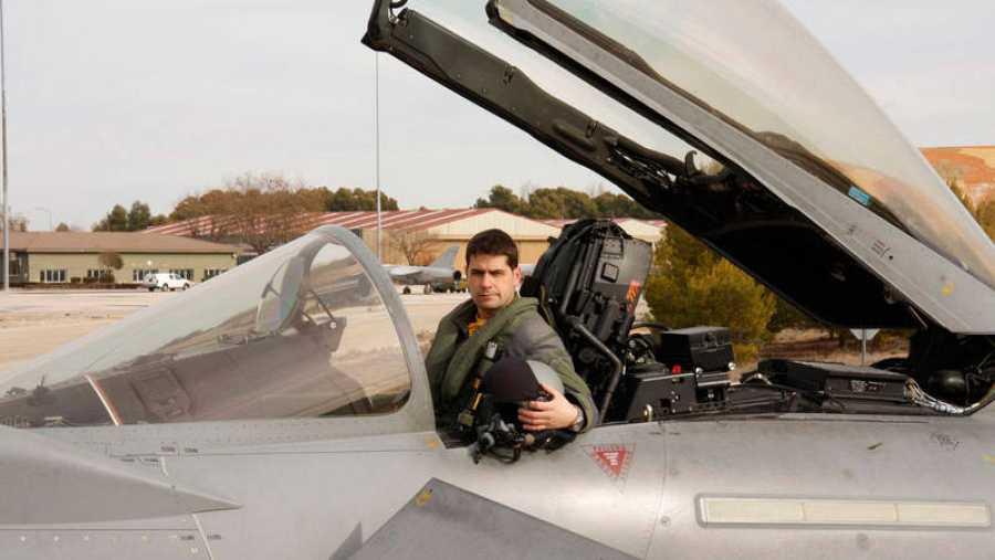 El capitán del Ejército del Aire Borja Aybar fallecido al estrellarse el caza que pilotaba tras el deslile del 12 de octubre