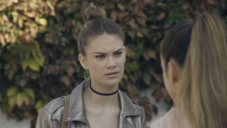 Nerea busca a Alba para hablar con ella