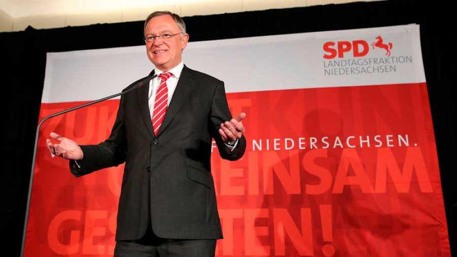 El primer ministro del estado de Baja Sajonia, el socialdemócata Stephan Weil, en Hannover, tras conocerse los primeros resultados de las elecciones regionales