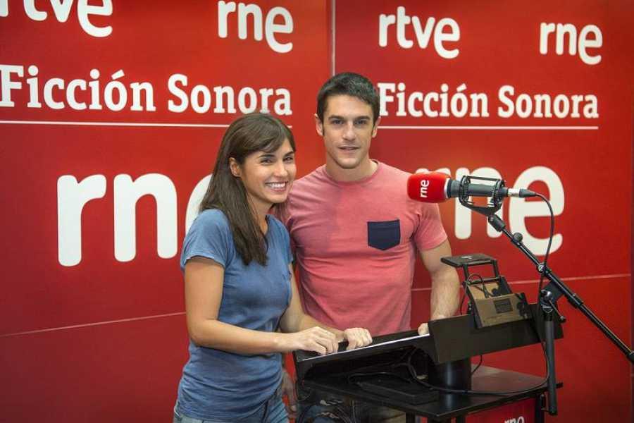 Alejo y Carolina durante la grabación de la ficción sonora