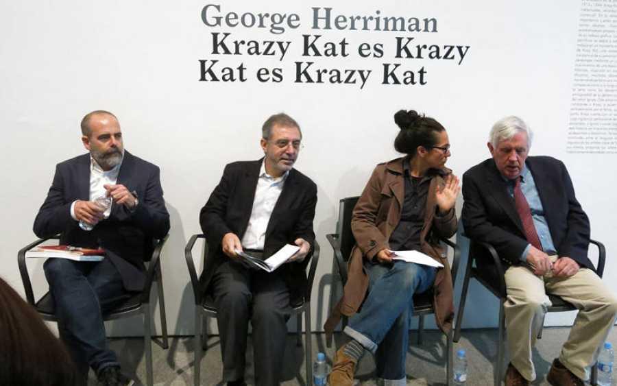 De Izda. a Dcha. Rafael García, Manuel Borja-Villel, la traductora y Brian Walker