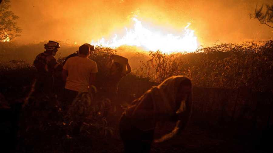 Más de un centenar de incendios simultáneos en Galicia