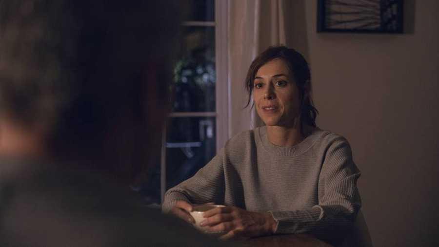 Carmen visita a Miguel para hablar sobre la desaparición de Cris