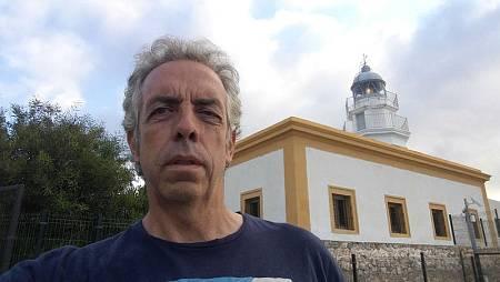 Mario Sanz, en el faro de Mesa Roldán (Almería)