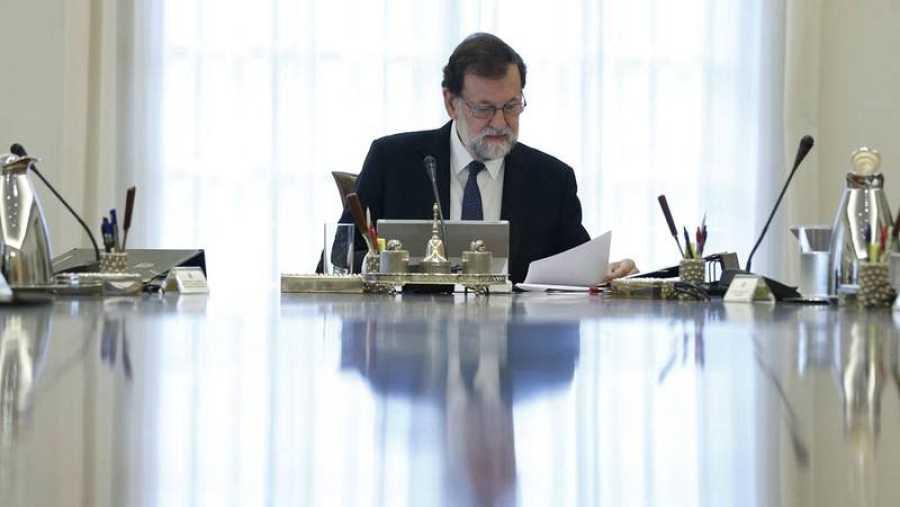 Rajoy preside el Consejo de Ministros Extraordinario.