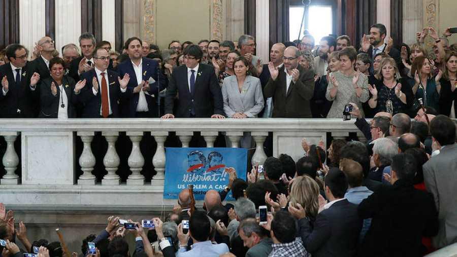 Puigdemont y Junqueras apelan a construir la República catalana en