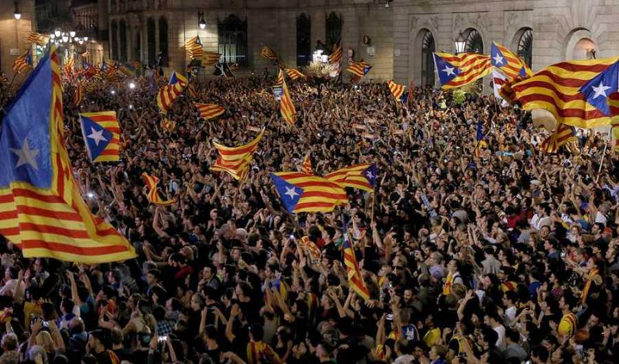 Concentración en Plaza de Sant Jaume para celebrar la declaración de independencia