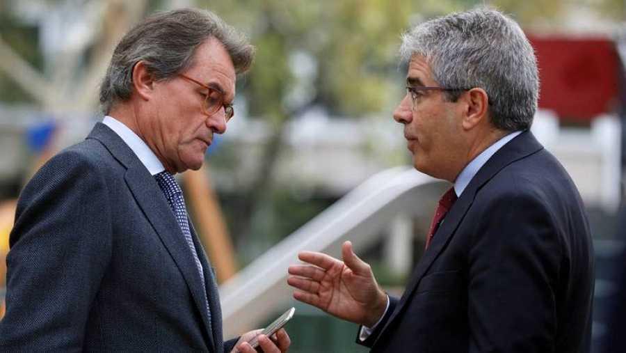 Artur Mas y Francesc Homs, ambos inhabilitados, acuden a arropar a la Audiencia a los exconsellers.