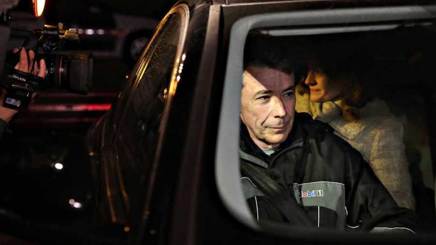 Ignacio Gonzalez, en el coche en el que se ha marchado de Soto del Real