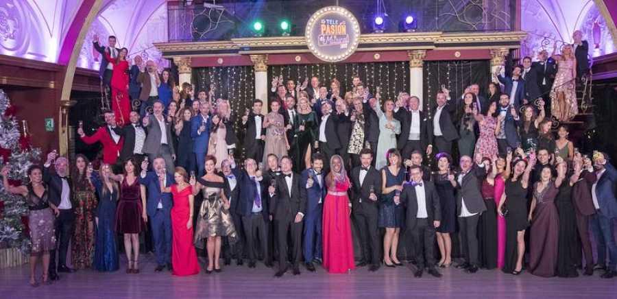 Los profesionales de RTVE brindan por la Navidad en 'Telepasión'