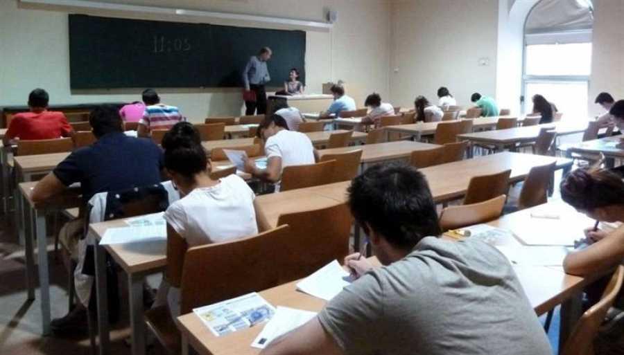 Profesor enseñando a sus alumnos