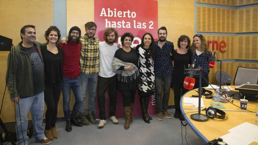 Amparo Sánchez, con Paloma Arranz y todo su equipo