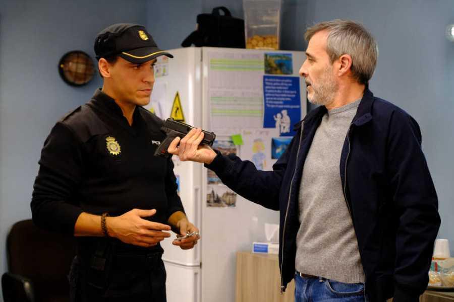 La presencia del actor en la comisaría generará cómicas situaciones