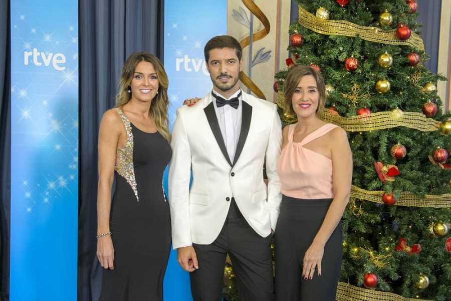 Sandra Daviú, Blanca Benlloch y Diego Burbano cantan las bolas en el sorteo de la Lotería de Navidad