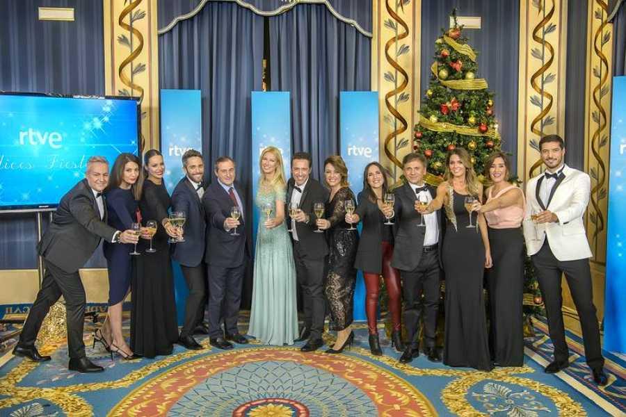 Foto de familia de los presentadores de las distintas galas