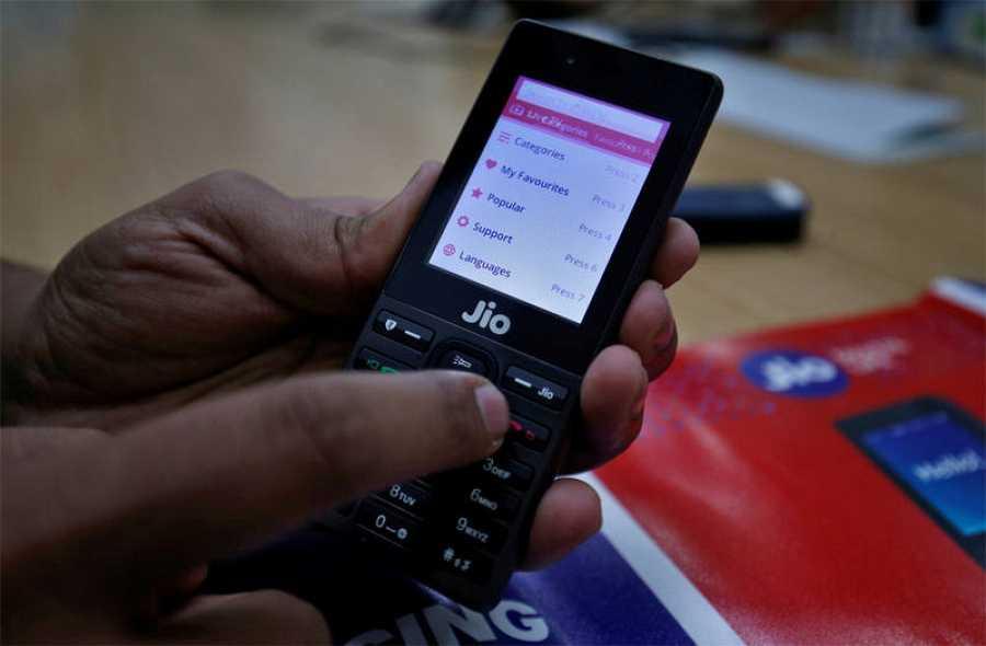 Los usuarios de telefonía indios están acostumbrados a móviles con teclado y rechazan los 'smartphones'