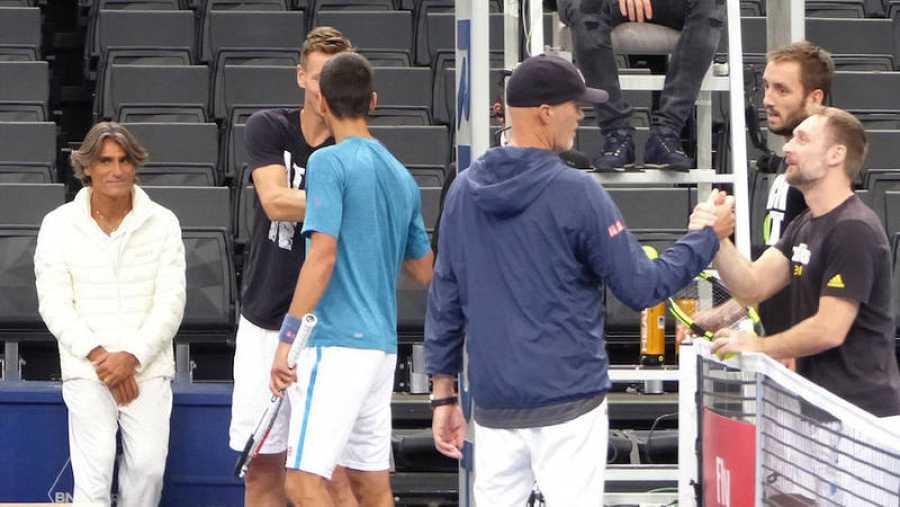 Pepe Imaz en un partido de Novak Djokovic