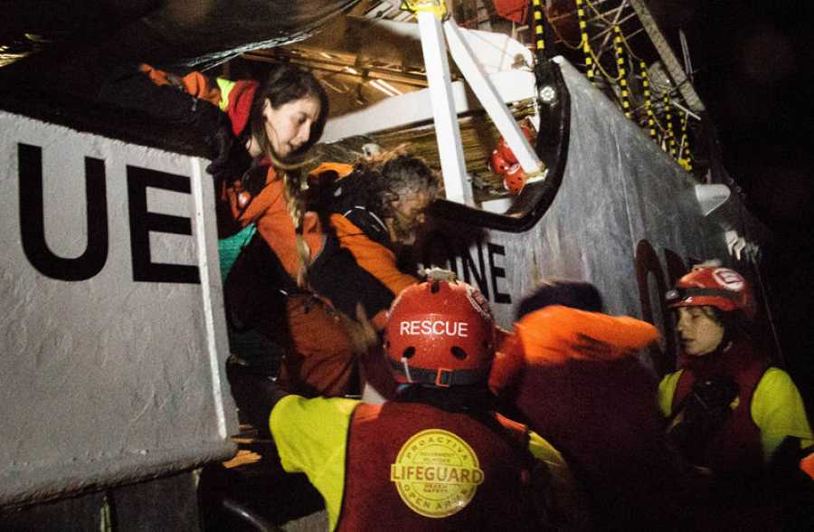 SOS: Navidades al rescate -  A bordo de un ataúd flotante