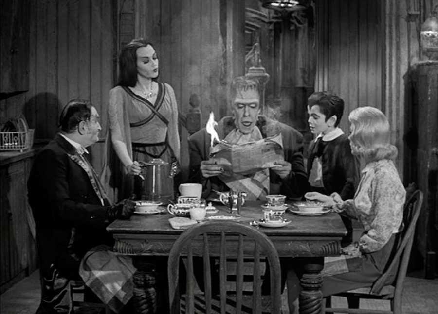 Cena en casa de 'Los Munsters'