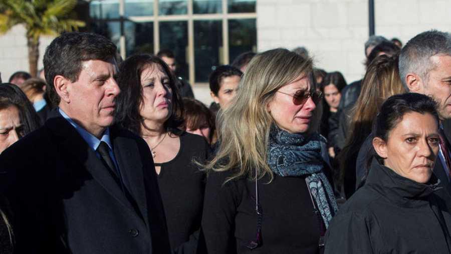 Diana López-Pinel y Juan Carlos Quer, padres de la joven Diana Quer, a su salida del tanatorio madrileño de La Paz