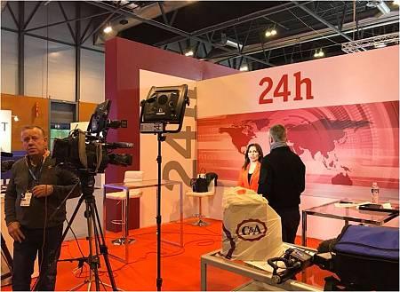 en FITUR contamos también con un estand desde el que se aportan contenidos al Canal 24 Horas y a RNE de RTVE