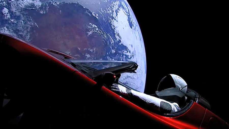 El Tesla puesto en órbita por el Falcon Heavy