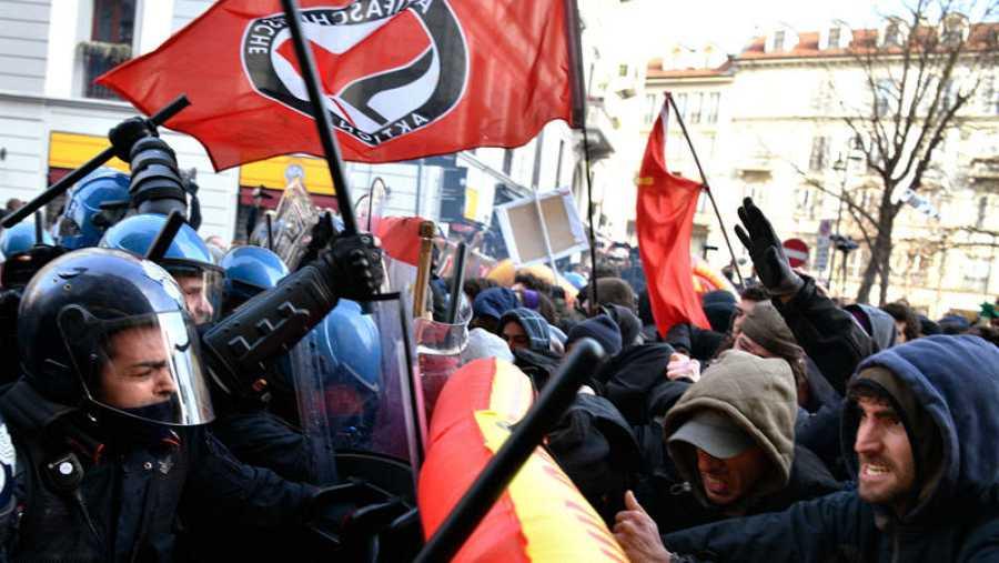 Altercados en Milán con la Policía en las manifestaciones contra la Liga Norte
