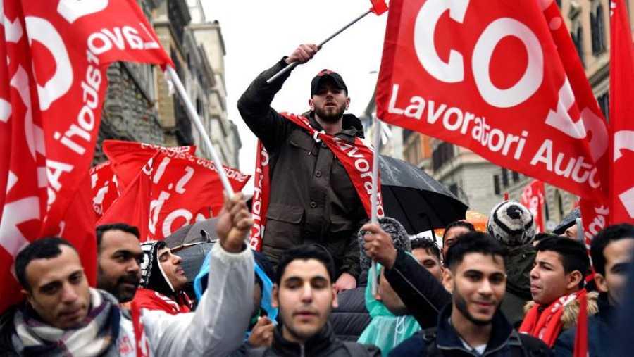 Varios manifestantes claman contra el racismo y el fascismo en Roma