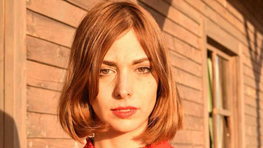 Natalia García Poza (Madrid, 1985) es Nat Simons