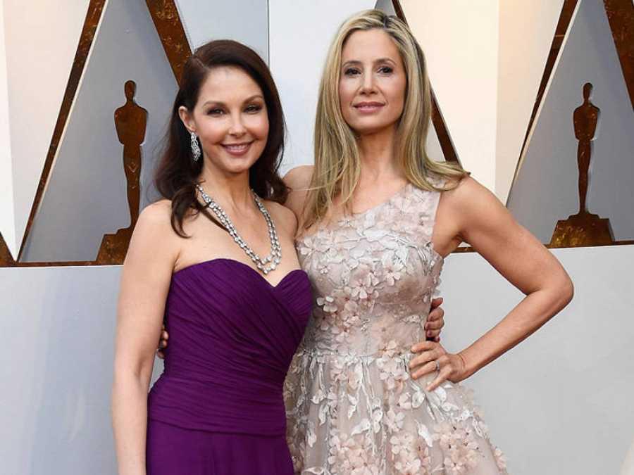 Ashley Judd y Mira Sorvino en la alfombra roja