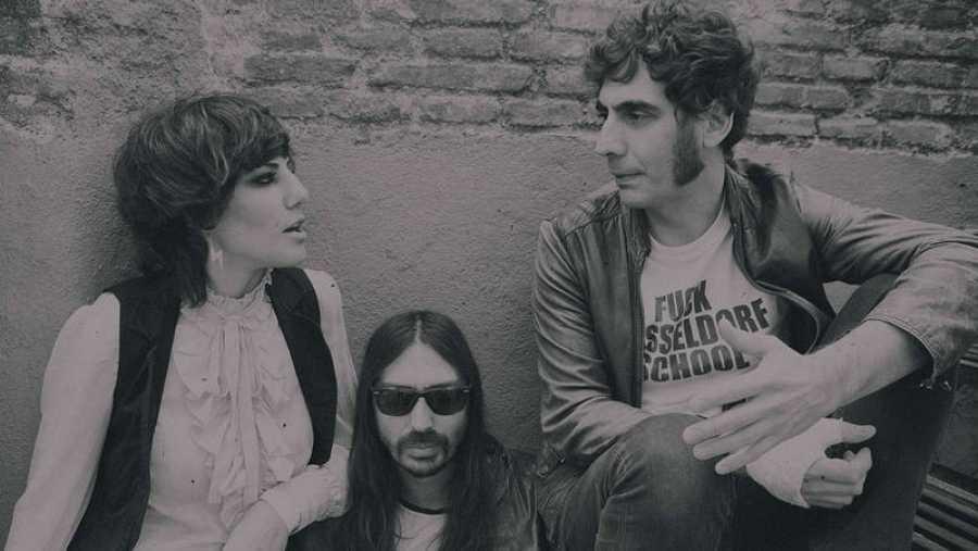 Aurora García y Siete Pulgadas Band son Aurora & The Betrayers