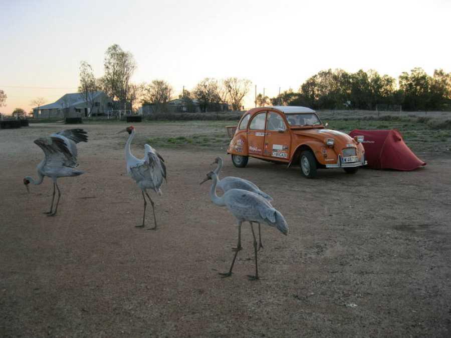 'Naranjito' y Jorge Sierra hacen una parada para descansar