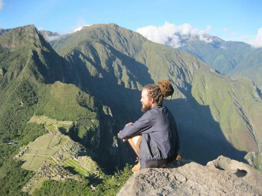 Jorge Sierra en la montaña Machu Picchu