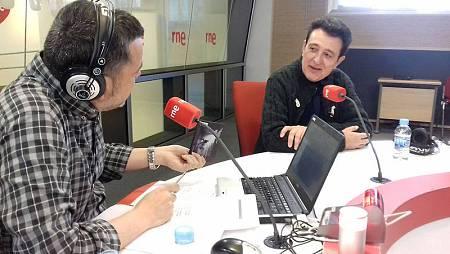Manolo García con Alfredo Menéndez en 'Las mañanas de RNE'