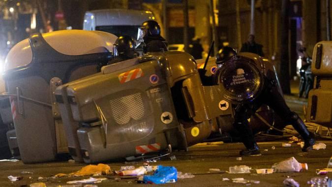 Los independentistas salen a las calles de Barcelona para protestar por la detención de Puigdemont