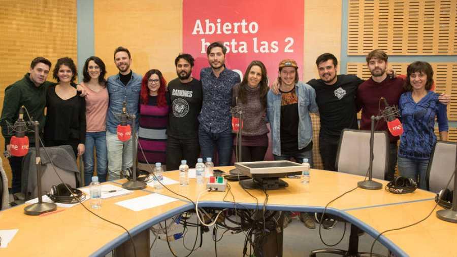 Foto final del programa, con Nixon, Paloma Arranz y todo su equipo
