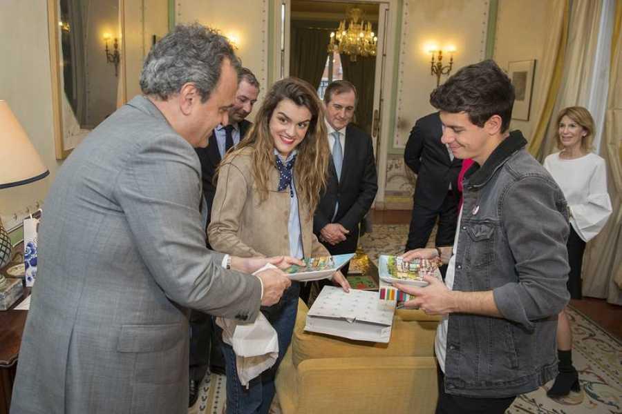 Amaia y Alfred durante su visita a la embajada portuguesa