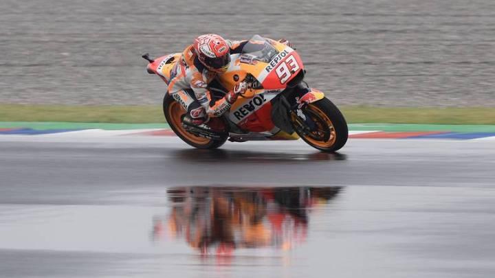 Marc Márquez ha sido sancionado hasta tres veces y ha tirado a Rossi.