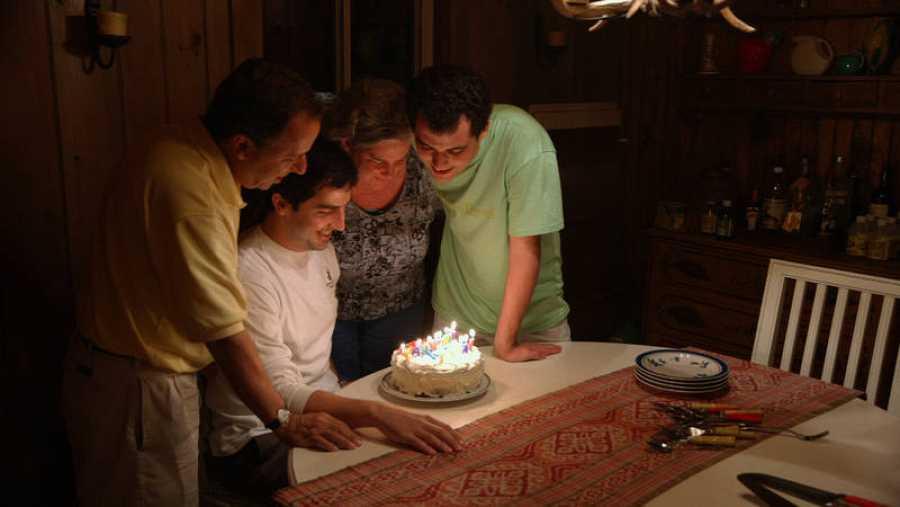 La familia celebra el cumpleaños