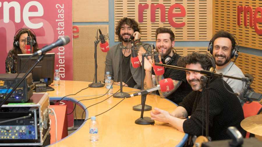 Mikel Izal, Alejandro Jordá, Emanuel Pérez 'Gato', Alberto Pérez e Iván Mellado, en 'Abierto hasta las 2'
