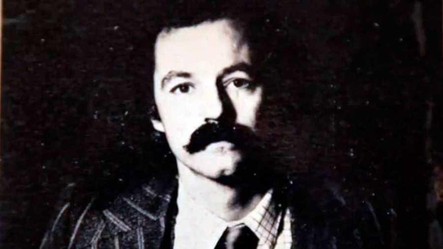 El escritor Eduardo Mendoza, en la época en la que publicó su primera novela.