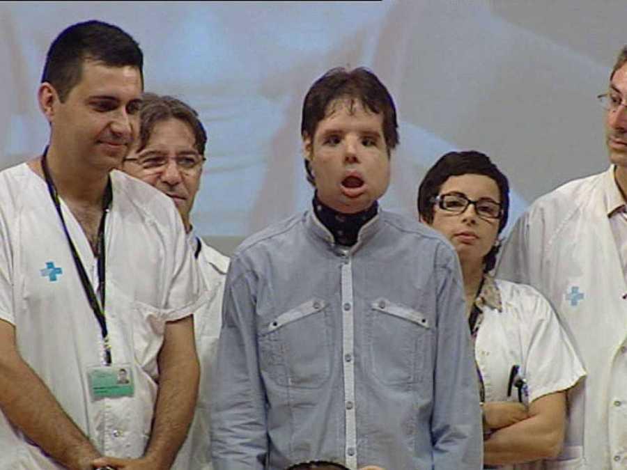 El doctor Barret y el paciente trasplantado en 2010