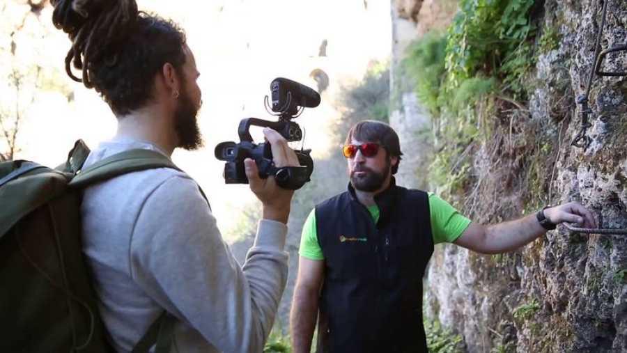 Jorge Sierra escala la vía ferrata del Tajo de Ronda