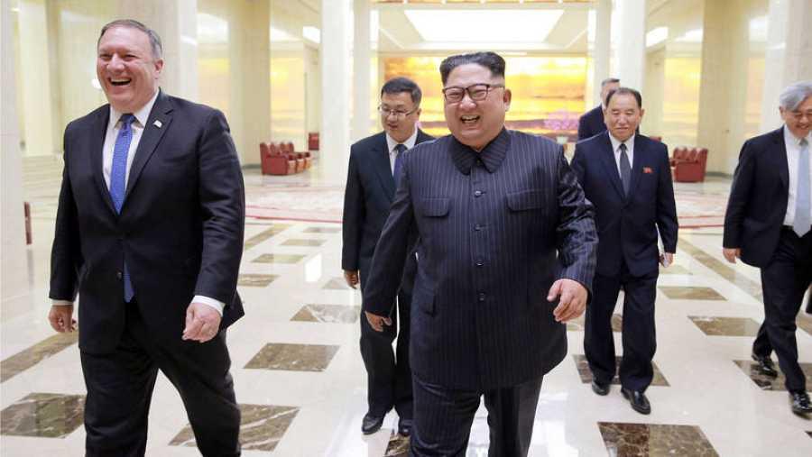 Mike Pompeo y Kim Jong-un, durante su reunión en Pyongyang