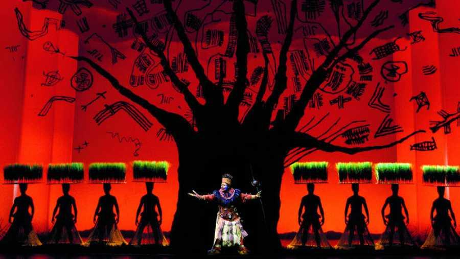 Escena del musical 'El Rey León'. Foto de Catherine Ashmore